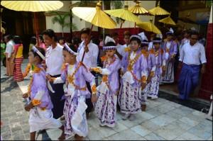 11 Shinbyu - rodziny żegnają dzieci